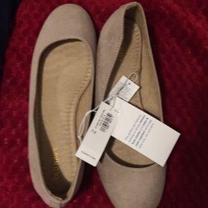 Cream/tan suedish loafers